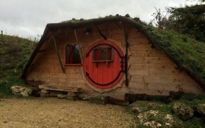 domaine-de-la roche-bellin-hebergement-insolite-maison-chambre-hobbit-hutte-vegetalisee- touraine-loire-france m.JPG