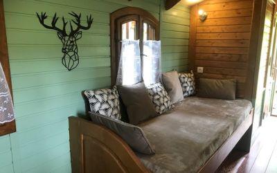 roulotte intérieur-spa-proche zoo de beauval.jpg